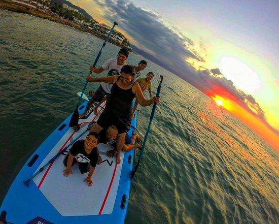 Vallarta Sup & Surf: PartyBoard, especial para pasar un rato con la familia o amigos. Cap. Max. 8 personas