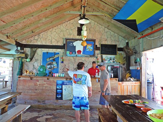 Aventura de lancha em Exuma: Food and bar on Ship Channel Cay
