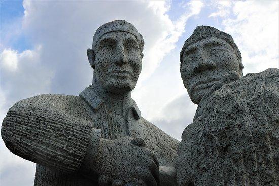 Monumento a Alberto de Agostini