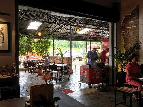 Kampong Speu, กัมพูชา: Свободные интерьеры.