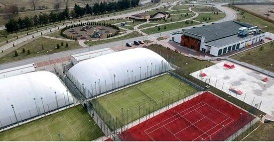 Tennis Courts by Cornisa AquaPark & Sports Botosani
