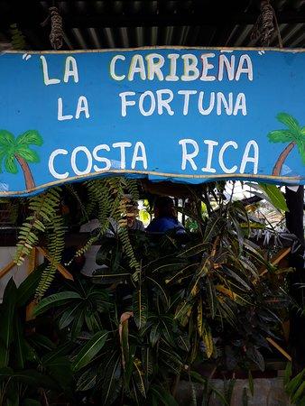 indicador, a la salida de San Carlos y cerca de La Fortuna