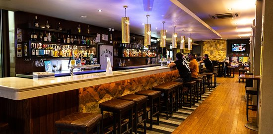 Бейзуотер, Австралия: 1898 Bar  Front bar of The Bayswater Hotel Functions, Sporting events, Poker. Open everyday!  Closes early Monday.
