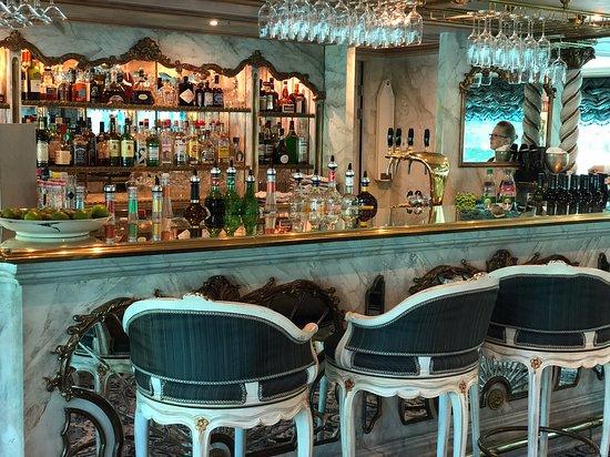 S.S. Maria Theresa: Bar
