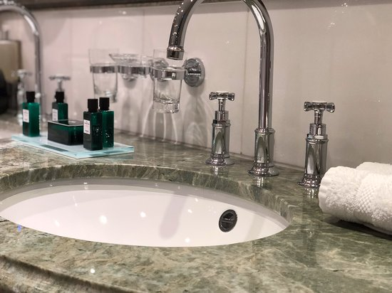 S.S. Maria Theresa: Bathroom