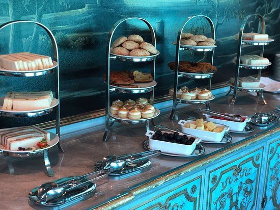 S.S. Maria Theresa: Snacks