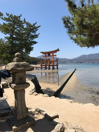 Hermoso lugar tanto al medio día cuando baja la marea , como en la tarde cuando sube la marea !!!!