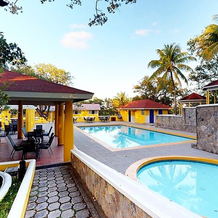 Roatan, Honduras: Check out our resorts pools, one for you and one for your children's safety.
