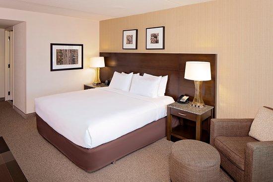 DoubleTree by Hilton Boston Bayside Hotel