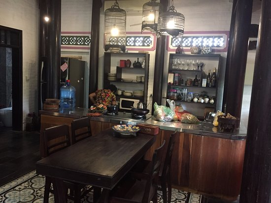 Tam Cuisine & Traditional Villa: fully equipped kitchen