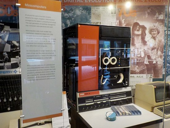 Caulfield, ออสเตรเลีย: DEC PDP 11/750
