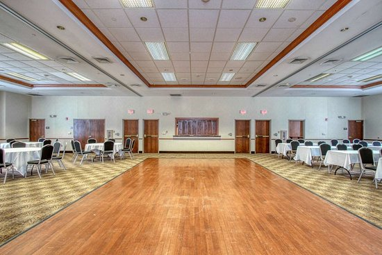 Oak Creek, WI: Large space for receptions, parties, anniversaries, and business