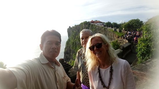 With Mr/Mrs. Christ Smith from UK at Uluwatu Temple  28 March 2019