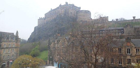 Brilliant view of Edinburgh Castle and superb breakfast