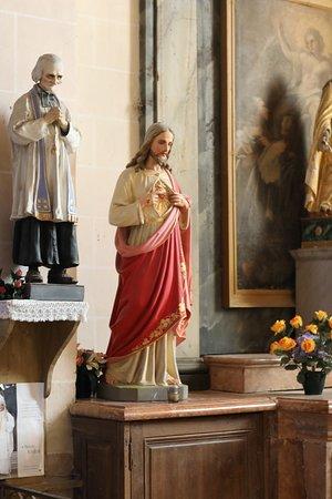Eglise Saint-Gervais et Saint-Protais: Vue intérieure de l'église