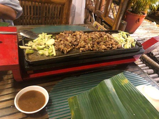 isdaan entrance picture of isdaan floating restaurant calauan rh tripadvisor com ph