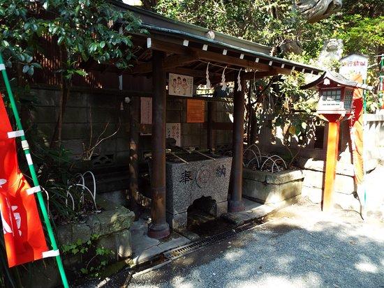 Yakumo Shrine: 手水舎。