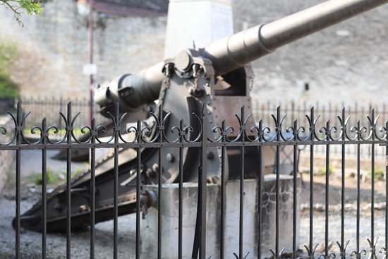 A Boyer, venez visiter notre monument aux morts avec ses canons N'hésitez pas à prendre des photos