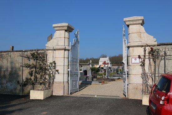 Intéressant de voir qu'au cimetière de Boyer, il existe un carré militaire- C'est assez unique car c'est la première fois que je vois un carré militaire dans un cimetière communal