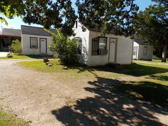 Weaubleau, MO: Cabin 1 & 2