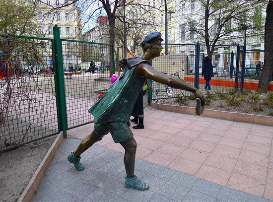 Newpaper Boy Statue