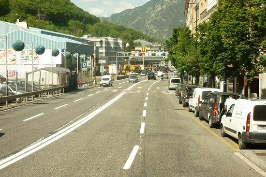Andorra da şehrin tam ortasında bir cadde..