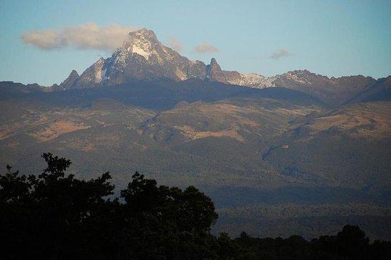Oferecemos serviços de guiamento e trekking no Monte. Quênia (rota Sirimon): I am a tour operator and a trekking guide in Mt Kenya