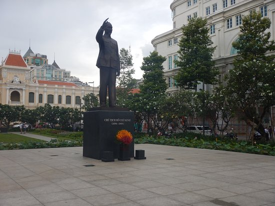 President ho Chi Minh Statue: ホーチミン像
