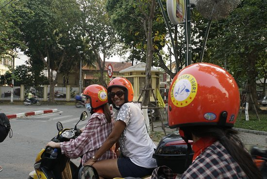 Half-day Hanoi city Motorbike tour- SEE- Culture - History - Poor - Rich ...: On the way