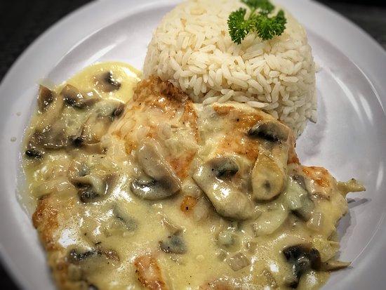 Casual Kitchen and Catering: Pollo en crema de hongos / Chicken with mushrooms