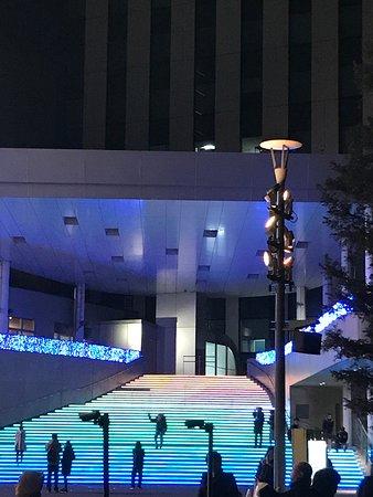 Escadaria que muda de cor no complexo