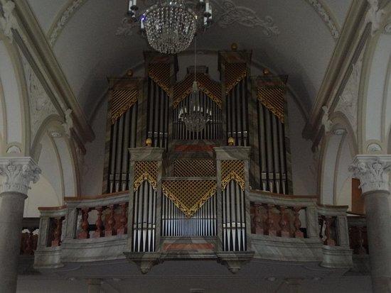Eglise paroissiale St-Joseph: Eglise St-Joseph aux Breuleux (orgues)