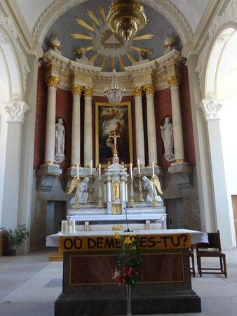 Eglise paroissiale St-Joseph: Eglise St-Joseph aux Breuleux (choeur et maître-autel)