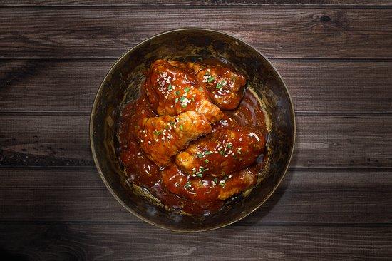 Boxer Food: Alitas Barbacoa Búfalo: Previamente estofadas, bañadas en salsa barbacoa buffalo casera. Toque picante.