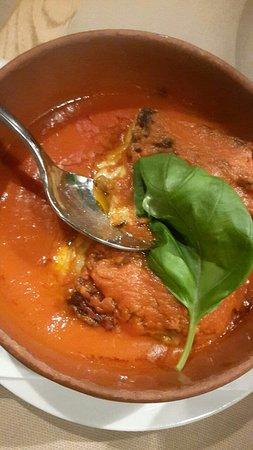 Di Gennaro Ristorante Pizzeria: Lasagne alla Bolognese are served in a rich tomato sauce.