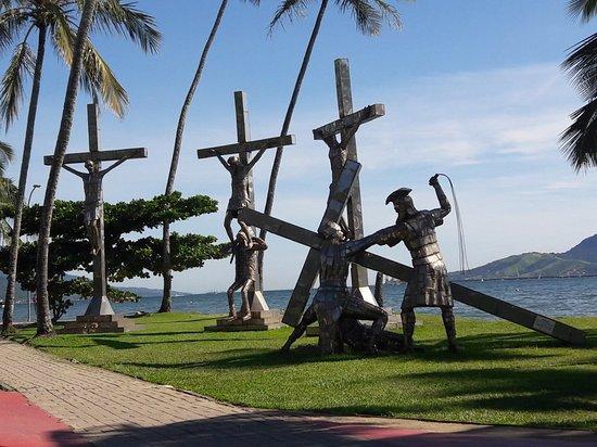 אילהבלה, SP: Ilhabela Cerca del centro de Ilhabela se encuentra el via crucis con esculturas de mas de 2 metros de altura. Hermoso!