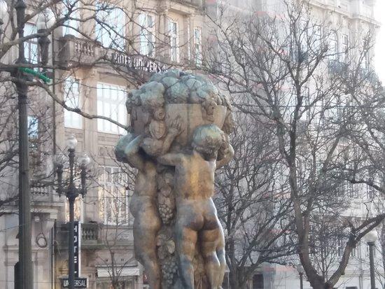 Abundância Os Meninos Sculpture