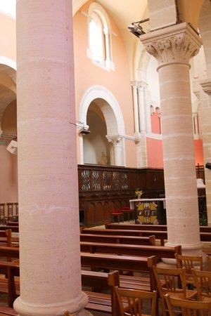 Content car j'ai bien aimé les couleurs dans cette église suite à une restauration de 1997