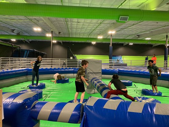 ‪JumpShot Indoor Trampolines and Paintball‬