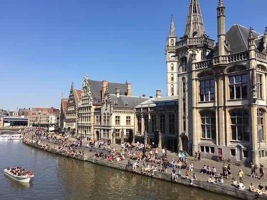 Ghent City Center: Jolie ville flamande. A faire sur 3 jours 2 nuits Max. Attention les restaurants sont assez chers 22€ le plat mais en cherchant on peut tomber sur des petits endroits sympas. A faire absolument dans la visite de la Belgique