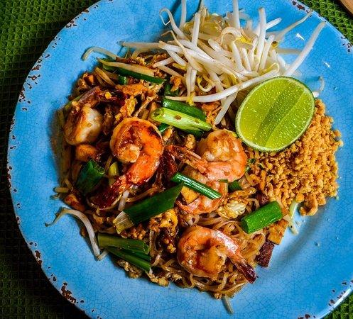 Makiinny: Shrimp Pad Thai