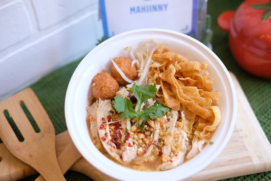 Makiinny: Chicken Tom Yum Bolan Noodle Soup