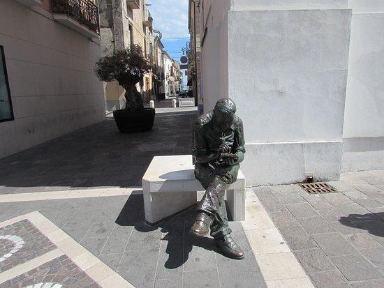 Statua di Benito Jacovitti