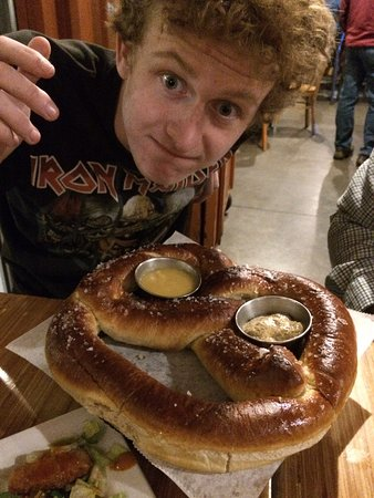 Machesney Park, IL: Pretzels big as ur head