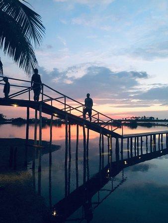 Kite surfing and travel #visitsrilanka #kiteschool #kalpitiyalagoon #kiteschool #srilankatravel #valampuriresort