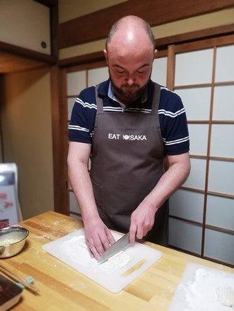Making udon nudels