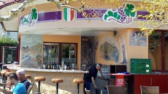 Peseux, Suiza: Le bar de la terrasse