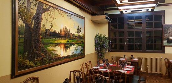 Les 3 Dynasties: Salle à Manger et sa décoration