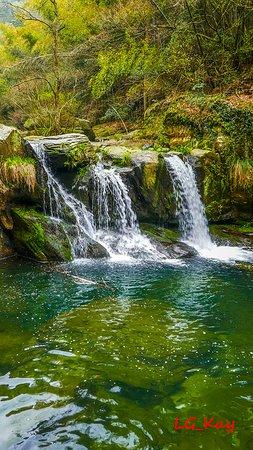 Jiujiang, Kina: Small waterfall
