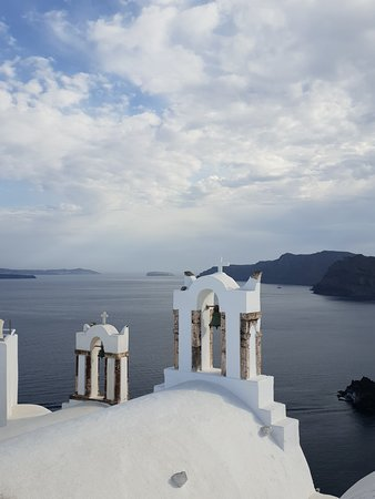 Santorini, Hy Lạp: church bells in Oia